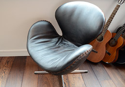 Nivaldo covered Swan chair