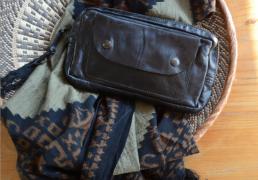 Aspen pouch